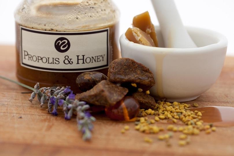 При беременности разрешено лечение продуктами пчеловодства только с разрешения лечащего врача