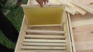 Какой инвентарь приобрести пчеловоду для сбора продукции
