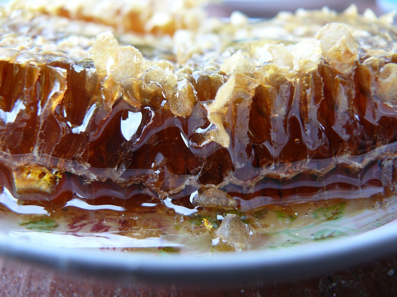 Малиновый сорт меда хорошо использовать в лечении как мужчинам, так и женщинам