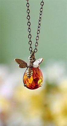 Пчелы будут искать самые широкие отверстия в сетке для проникновения в улей