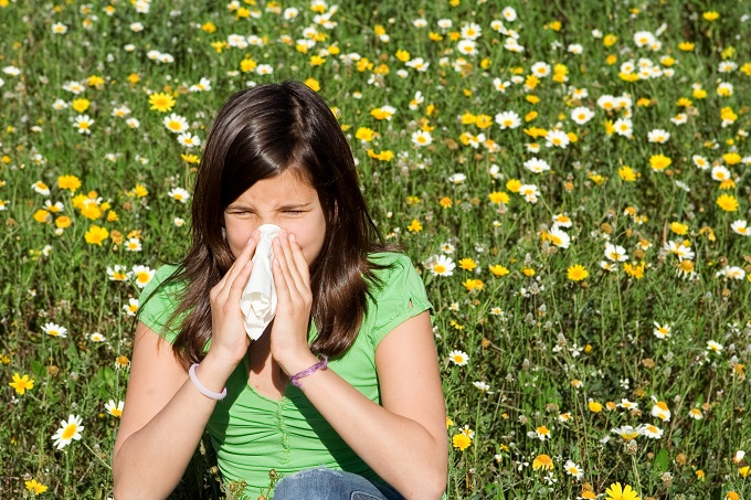 Аллергия на компоненты меда у детей может возникнуть при употреблении продукта в возрасте до семи лет