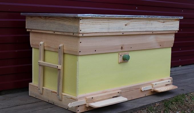Пчеловодство при помощи кассет отличается от стандартных способов улья-лежака