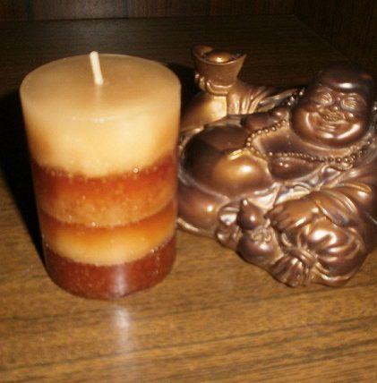 Из пчелиного воска, блогодаря его свойствам, изготавливались как свечи, так и различные фигурки